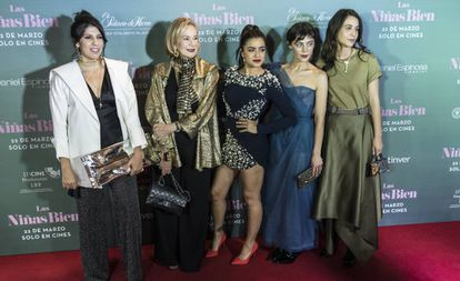 De izquierda a derecha, Alejandra Márquez, Guadalupe Loaeza,   Paulina Gaitán, Ilse Salas y Cassandra Ciangherotti.
