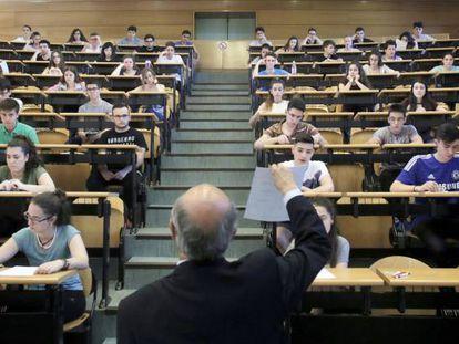 Examen de Selectividad en la Complutense, el pasado junio.