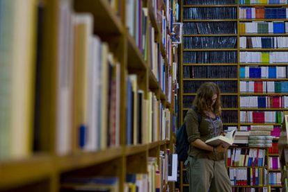 Mesa de novedades de la librería madrileña Visor.