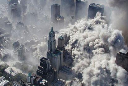 Momento del derrumbe de una de las Torres Gemelas tras el atentado de Al Qaeda.
