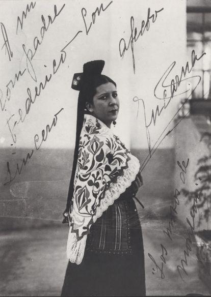 Fotografía dedicada por Encarnación López a Federico García Lorca.