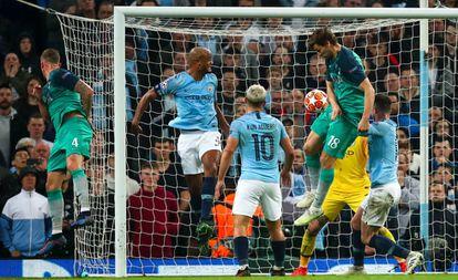 Fernando Llorente anota el gol que da el pase a semifinales al Tottenham.