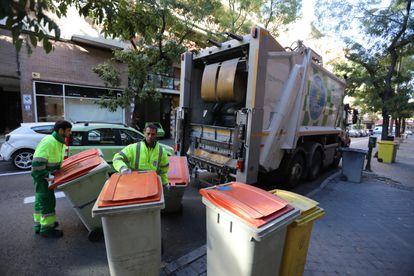 Servicio de recogida de basuras en Madrid, en una imagen de 2017.