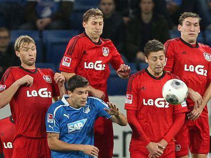 Un lance del partido entre el Leverkusen y el Hoffenheim.