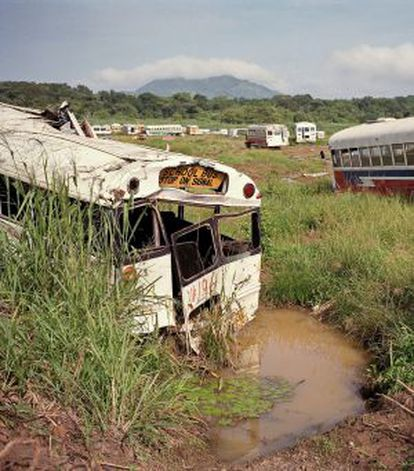 Cementerio de buses escolares.