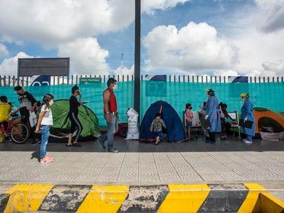 La terminal de transportes del norte de Bogotá alberga temporalmente a los inmigrantes que van camino a la frontera.