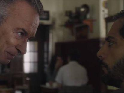 Jara (Oscar Martínez) frente a Simó (Joaquín Furriel) en una escena de la película.