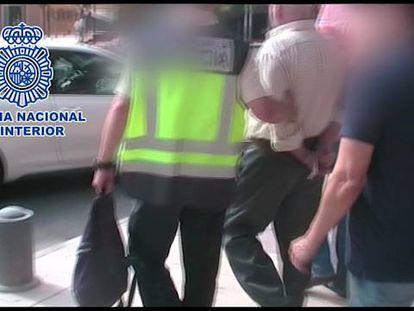 La policía difunde un vídeo del arresto.