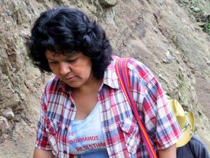 El crimen no detuvo sino que amplificó la lucha de la ambientalista hondureña. En el segundo aniversario de su desaparición, su familia y los defensores de los derechos humanos denuncian la impunidad