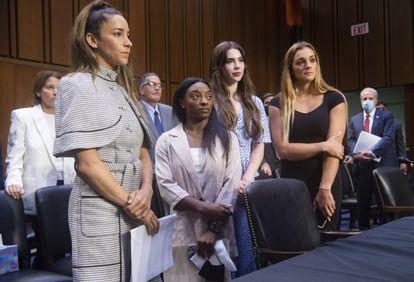 Las gimnastas, Aly Raisman, Simone Biles, McKayla Maroney y Maggie Nichols, ante el Senado.