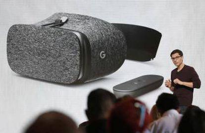 Clay Bavor, VP of Realidad Virtual de Google, presenta Daydream View VR.