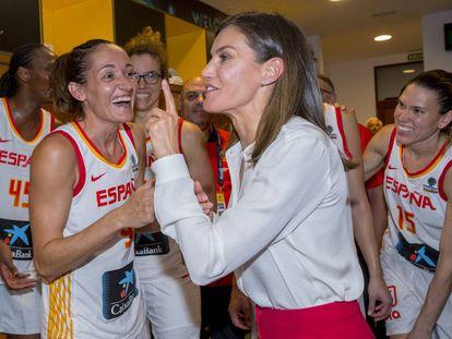 La Reina doña Letizia felicita a las jugadoras de la selección