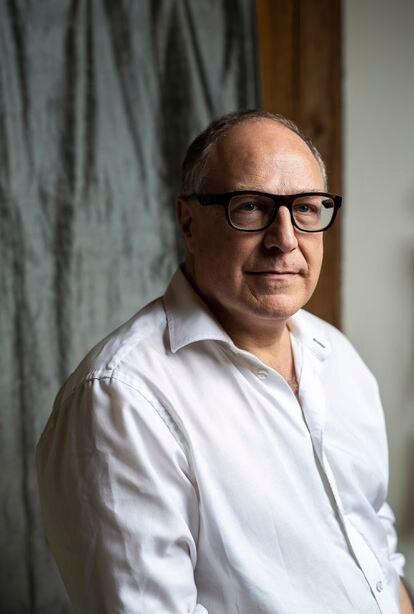 El autor de '¿Qué es lo virtual?' y 'Ciberdemocracia' posa en su residencia canadiense.