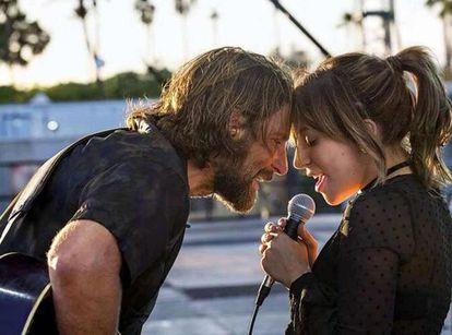 Lady Gaga y Bradley Cooper un una escena de la película 'Ha nacido una estrella'.