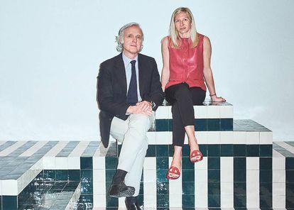 Charlotte Macaux Perelman y Alexis Fabry, directores artísticos de Hermès Maison. Haz CLIC en la imagen para ver la última colección.