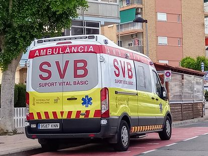 Foto de archivo de ambulancia de Soporte Vital Básico (SVB).