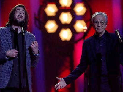 Salvador Sobral y Caetano Veloso, en la gala de Eurovisión.