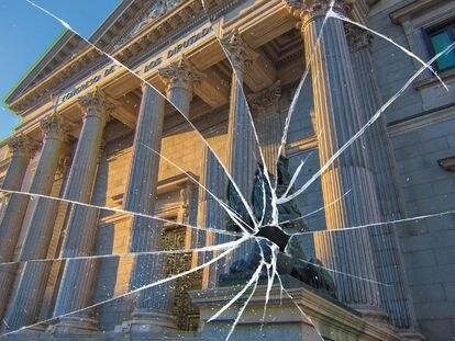 El Congreso de los Diputados reflejado en un cristal roto.