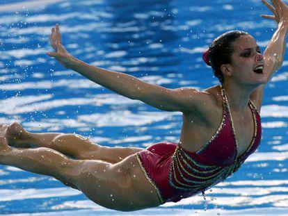 Tina Fuentes, durante un ejercicio de natación en 2005 en Montreal. En vídeo Así fue el homenaje que le hicieron a la nadadora sus amigos y familiares.