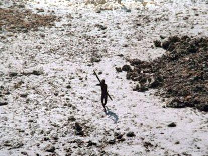 Las autoridades interrumpen el rescate del cadáver de John Allen Chau, atacado por la tribu que habita la isla de Sentinel del Norte, según informa la BBC