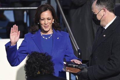 Kamala Harris jura como nueva vicepresidenta de Estados Unidos, la primera mujer en este cargo.