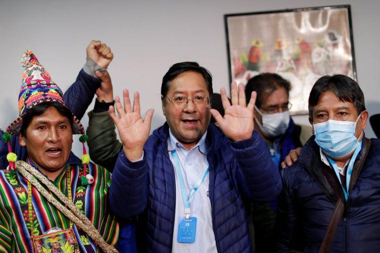 Luis Arce celebra el resultado junto al candidato a la vicepresidencia, David Choquehuanca.