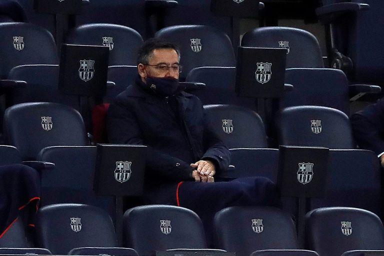 El presidente del FC Barcelona Josep Maria Bartomeu, en la grada del Camp Nou en el partido ante el Sevilla.