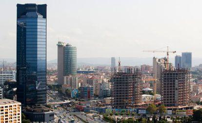 Vista de Estambul, con varios edificios en construcción.