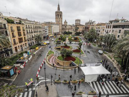 La plaza de la Reina en Valencia, el pasado abril, antes de comenzar las obras de peatonalización.
