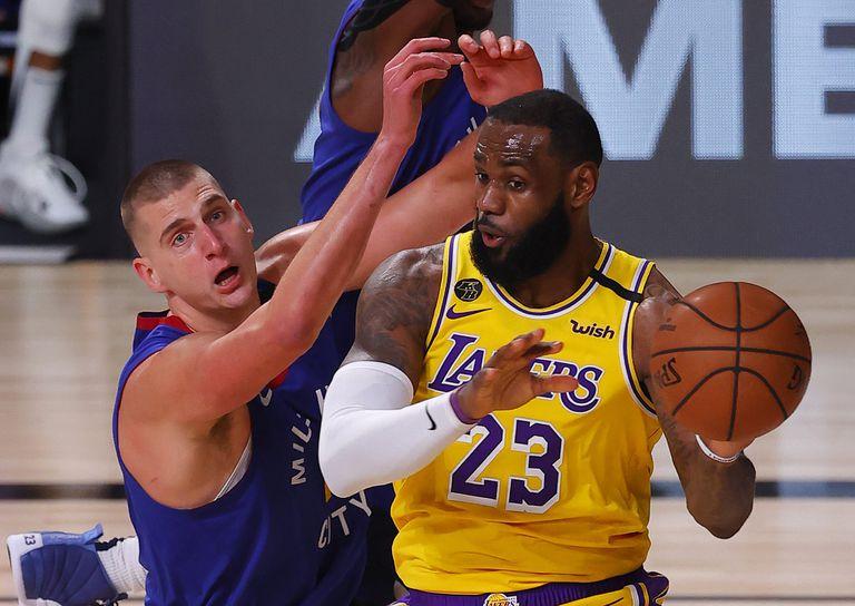 LeBron James supera a Jokic.