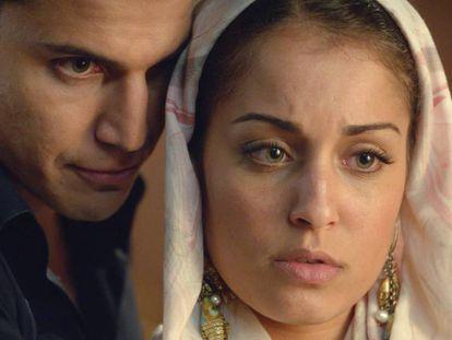 Álex González y Hiba Abouk, protagonistas de 'El Príncipe', serie que emite Telecinco.