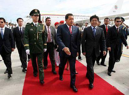 El presidente venezolano, Hugo Chávez, a su llegada a Pekín