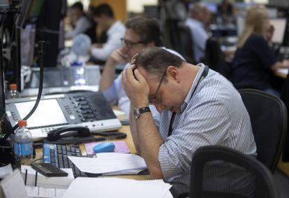 Un broker brasileño, este lunes.