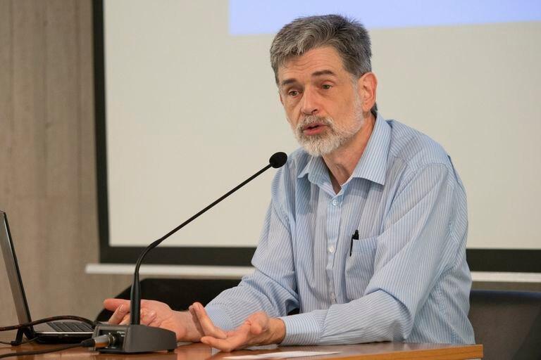 El pediatra Carlos González en noviembre de 2018 en La Palma. / FUNDACIÓN CAJA CANARIAS