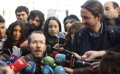 Echenique y Pablo Iglesias, a su llegada a la reunión.