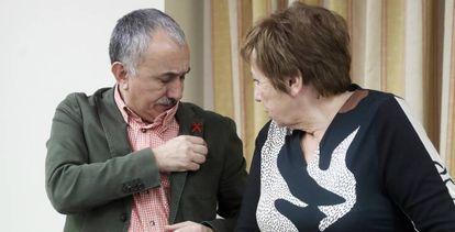 Pepe Álvarez, líder de UGT, con la presidenta del Pacto de Toledo, Celia Villalobos.