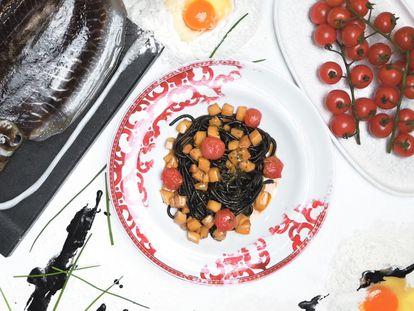 'Spaghetti nero' con guiso de sepia y tomatitos
