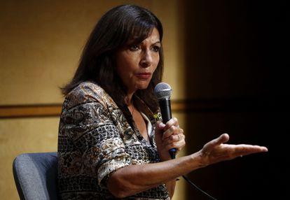 La alcaldesa de París, Anne Hidalgo, se dirige a los miembros del Partido Socialista, el pasado martes en Montpellier.