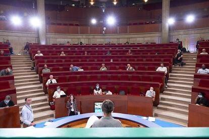 Una de las sesiones de la Asamblea Ciudadana del clima en Francia, respetando la distancia física por la pandemia.
