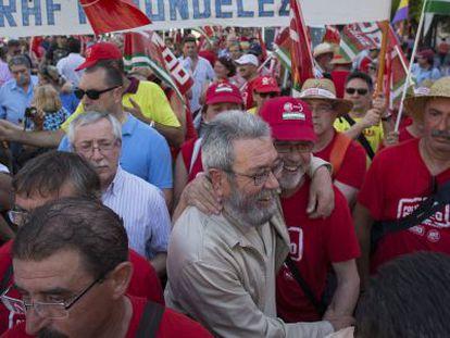 Los líderes sindicales Ignacio Fernández Toxo (CC OO) y Cándido Méndez (UGT), en Sevilla.