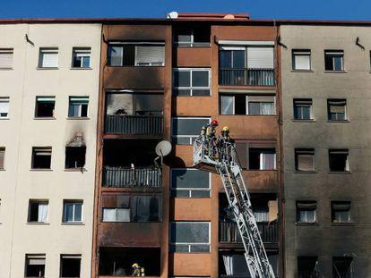 Edificio incendiado en Badalona en enero de 2019.