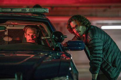 Edgar Wright habla con Jon Hamm en el rodaje de 'Baby Driver'.