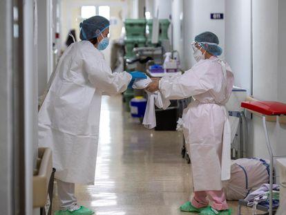 Maestros y enfermeras están entre los principales afectados por la interinidad.