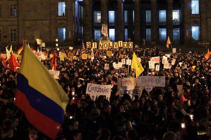 Miles de personas protestan contra el asesinato de líderes sociales, en Bogotá.