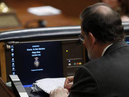 Mariano Rajoy durante la primera sesión de la moción de censura. En vídeo, las intervenciones de los diputados del Grupo Mixto.