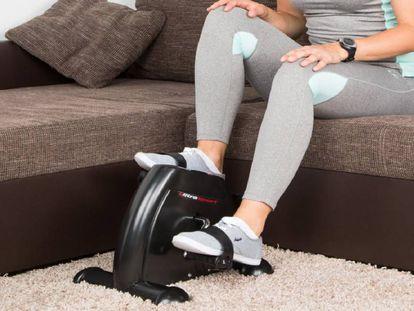 Permite ejercitar piernas y brazos sin salir de casa y tampoco se necesita mucho espacio para instalarla
