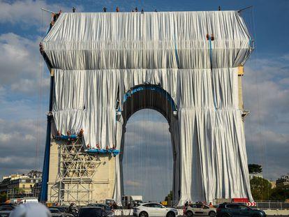 El Arco del Triunfo tapizado por Christo y Jeanne-Claude
