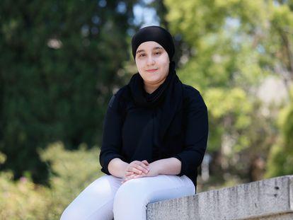 Oumaima El Arnauki, joven en exclusión social matriculada en la Escuela Superior de Edificación de la Universidad Politécnica de Madrid.