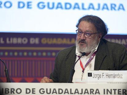 El escritor Jorge F. Hernández, en la Feria Internacional del Libro de Guadalajara, en 2019.