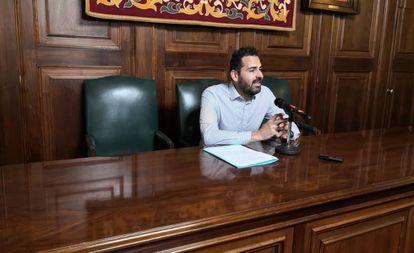 El exconcejal Francisco Blas en el Ayuntamiento de Teruel el pasado 18 de noviembre.